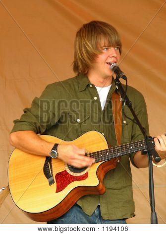 Joven cantante de Folk