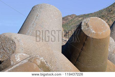 Tetrapod Sea Defense