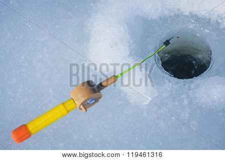 Ice-hole and fishing rod for winter fishing