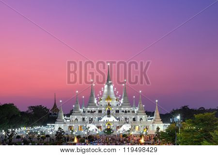 Asokkaram temple - February 22, 2016 : Buddhist in Thailand come to pray in Magha Puja Day at Asokaram Temple, one of the most famous temple in Samutprakarn Province, Thailand.