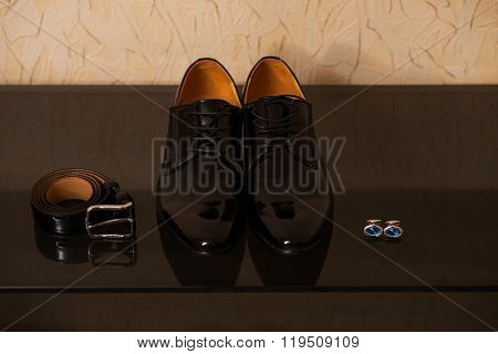 Shining Leather Shoes With  Belt And  Cufflinks