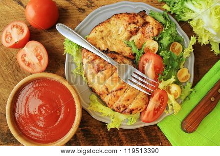 Grilled chicken breast with vegetables