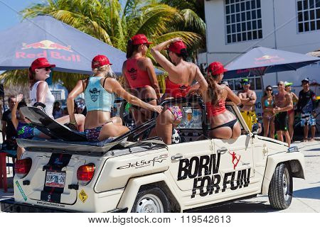 CANCUN MEXICO - NOVEMBER 1 2015: Marina Chac-Chi 1st Carrera Nacional Jet Surf 2015 Grand Premium Jetsurf Mexico Cancun promo Jetsurf girls washing car