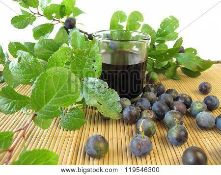 Sloe fruits liquor
