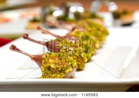 Ballottine de codorniz com crosta de pistache