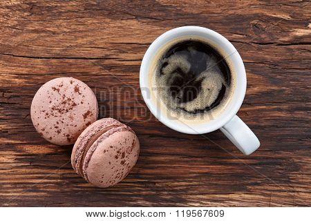 Americano coffee with macarons