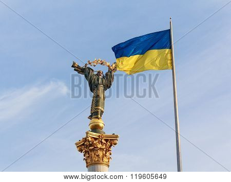 Independence Monument And Ukrainian Flag In Kiev. Ukraine