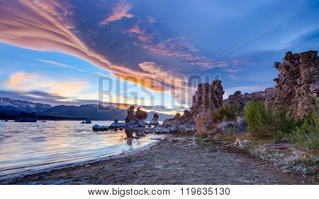 Sunrise at the Mono lake