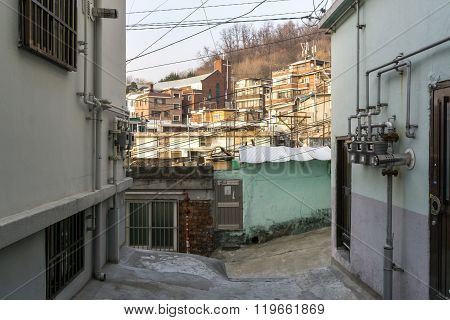 Sunset Over Haebangchon Alleyway In Seoul