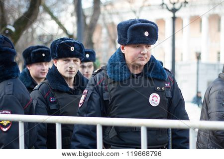 Police at the opposition rally in memory of Nemtsov