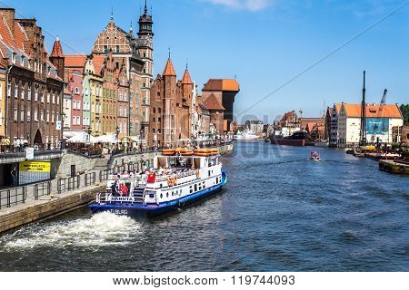 Quay Of The Old Town, Excursion Boat, Motlawa River In Gdansk
