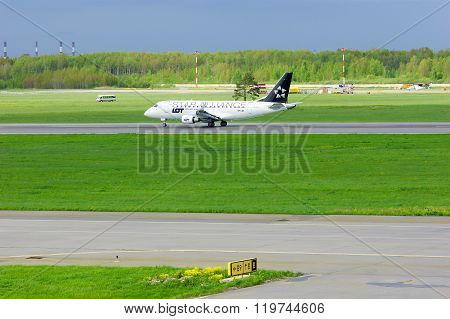 Lot -star Alliance Livery- Polish Airlines Embraer Erj-170 Aircraft  In Pulkovo Airport