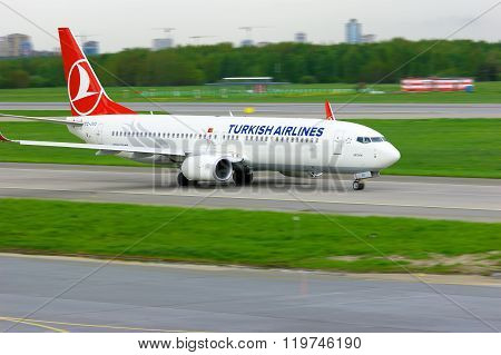 Turkish Airlines Boeing 737-8F2 Aircraft  In Pulkovo International Airport In Saint-petersburg, Russ