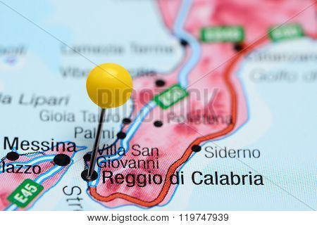 Reggio di Calabria pinned on a map of Italy