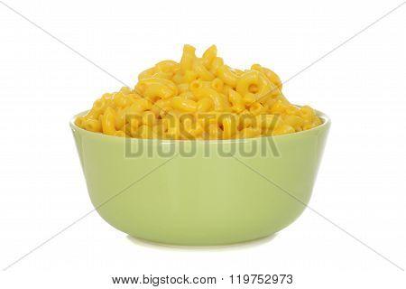 macaroni and cheese in green bowl