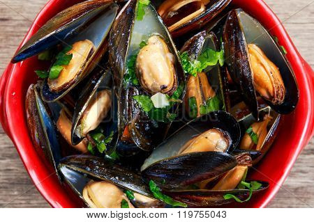Mussels  garlic butter sauce in bowl.
