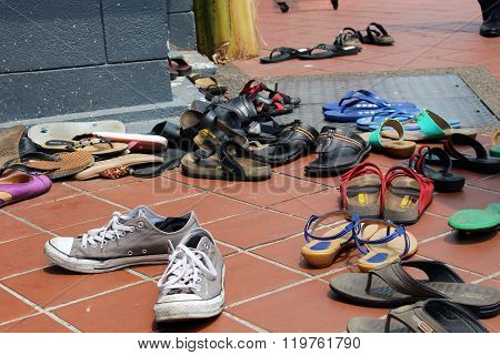 Shoes in front of Sri Mariamman temple