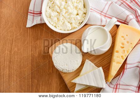 Fresh dairy products. Milk, cheese, brie, camembert and cottage cheese.