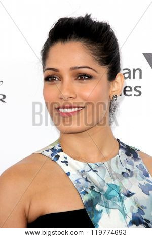 LOS ANGELES - FEB 27:  Freida Pinto at the 2016 Film Independent Spirit Awards at the Santa Monica Beach on February 27, 2016 in Santa Monica, CA