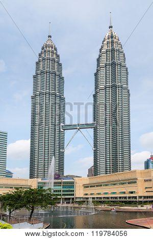 Petronas Twin Towers Symfoni Lake Kuala Lumpur.
