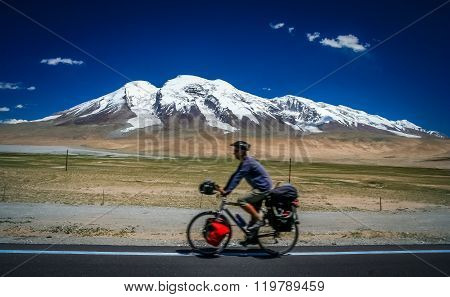 Cycling in front of Muztagh Ata