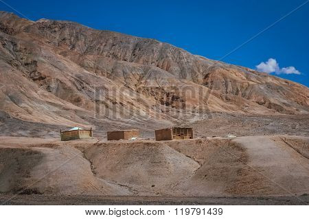 Karakorum Highway primitive homes
