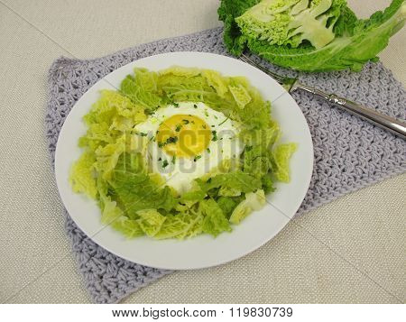 Savoy cabbage with fried egg