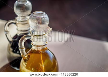 Liquid decanters
