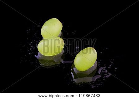 Three grapes with water