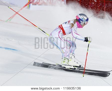 Lindsey Vonn Skiing At A Slalom Event