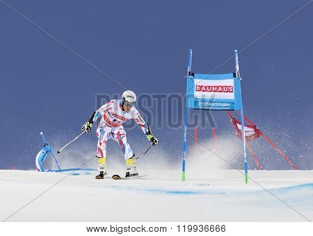 Victor Muffat-jeandet Skiing At A Slalom Event