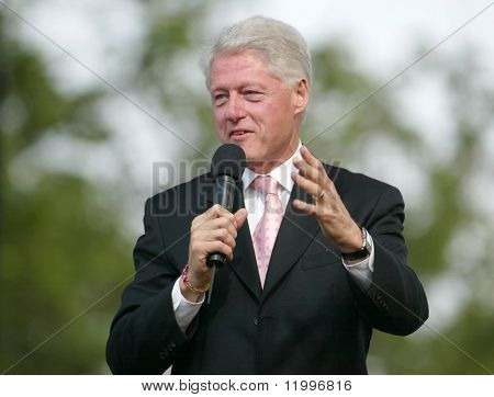 NUEVA YORK - 25 de junio: Ex Estados Unidos Presidente Bill Clinton habla en la mayor Nueva York Billy Graham Cru