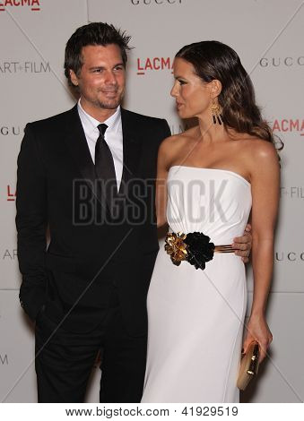 LOS ANGELES - NOV 5:  KATE BECKINSALE & LEN WISEMAN arriving to LACMA hosts Art + Film Gala 2011  on November 5, 2011 in Los Angeles, CA