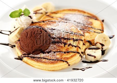 pancakes with ice cream and chocolate sauce