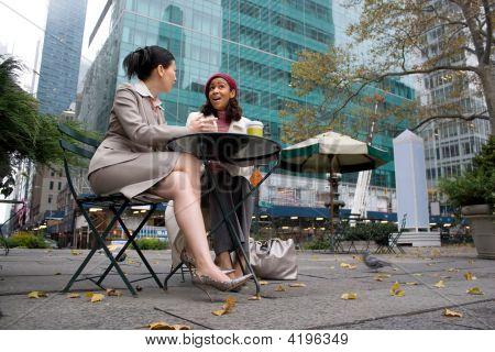 Reunión de negocios en la ciudad