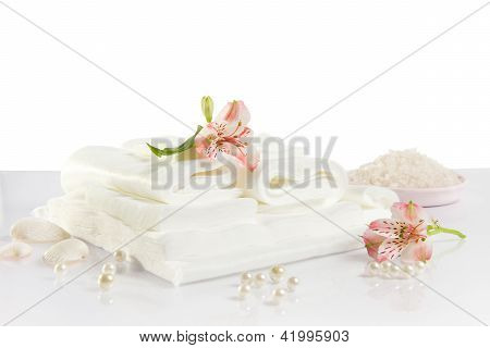 Spa Accessories: Sheet, Towels And Sea Salt