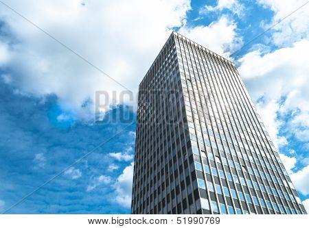 Single Dominating Skyscraper