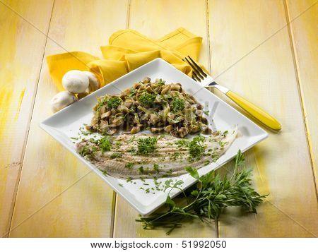 sole fish with sauteed mushroom