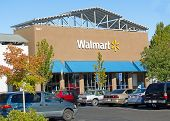 Sacramento, Usa - September 23: Walmart Store On September 23, 2013 In Sacramento, California.
