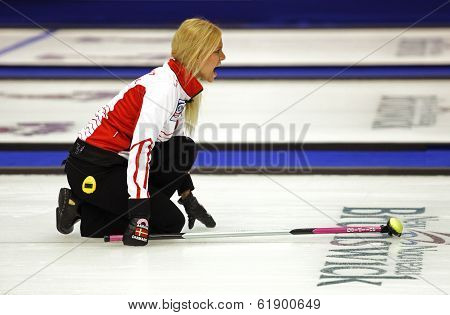 Curling Women Denmark Dupont Yell