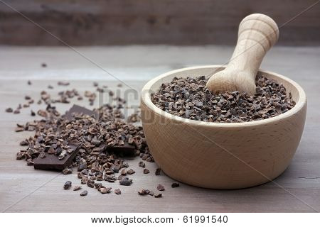 Raw cacao nibs with pestle