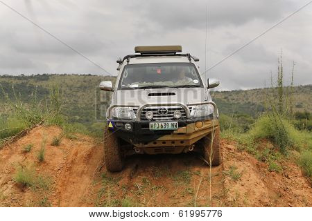 White Toyota Raider Hilux 3.0L