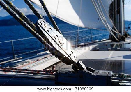 Sailing yacht rigging equipment