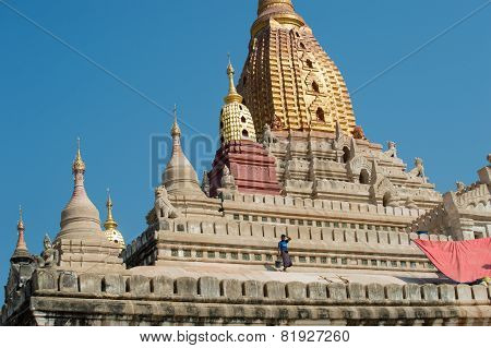 Painting Ananda Temple in Bagan