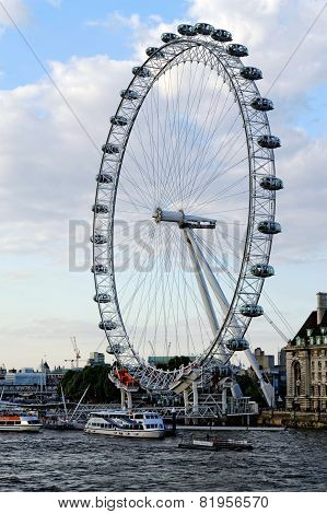 The London Eye - giant Ferris wheel