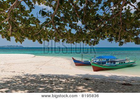 Lengkuas Island Boats