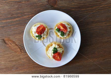 tartlet on plate