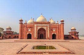 pic of mumtaj  - Mosque in the Taj mahal Complex Agra India - JPG