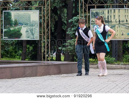 Makeevka, Ukraine - May 29, 2015: Graduates Near The Fountain. The First Issue After The Beginning O