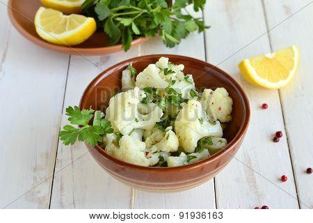 Cauliflower with garlic and parsley